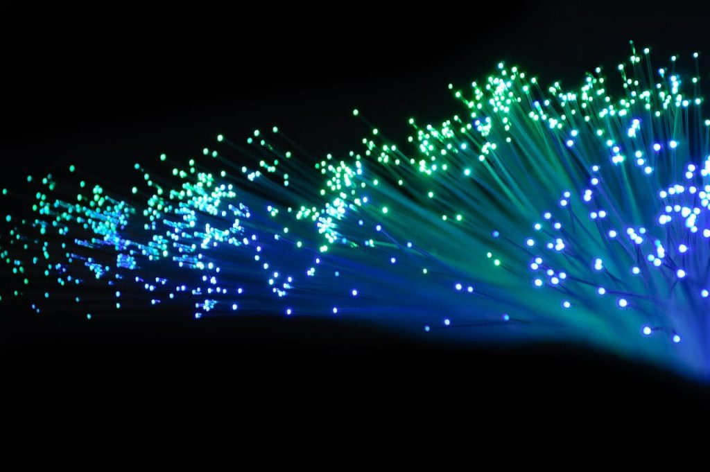 avantages fibre optique câblage informatique