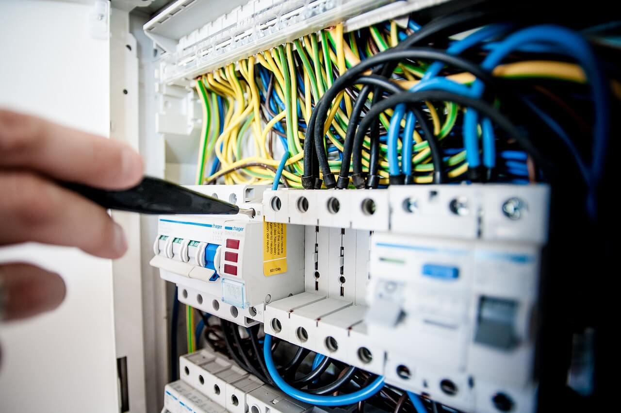 maintenance électrique importance entretien bâtiments