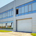 Bâtiment industriel : pourquoi choisir un expert en électricité ?